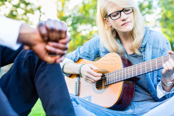 Barátok énekel park szórakozás együtt egy lány Stock fotó © Kzenon