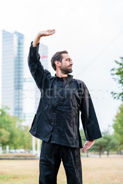 Vechtsporten oefenen karate stad man Stockfoto © Kzenon