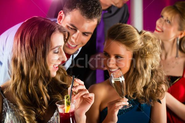 Personnes club bar potable cocktails jeunes Photo stock © Kzenon
