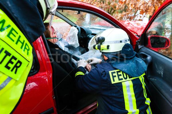 Accidente fuego víctima coche accidente bombero Foto stock © Kzenon