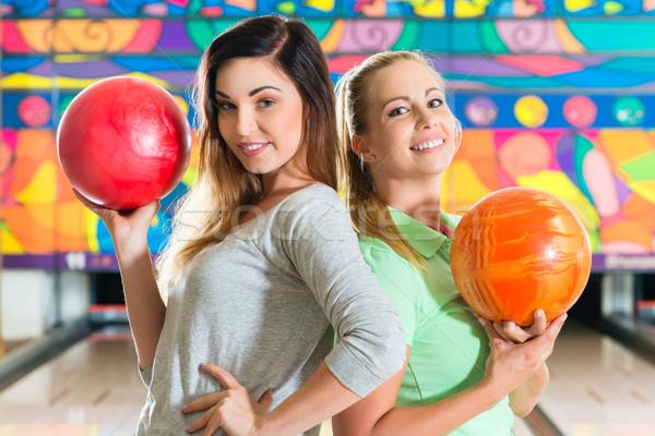 Photo stock: Jeunes · femmes · jouer · bowling · jeunes · amis