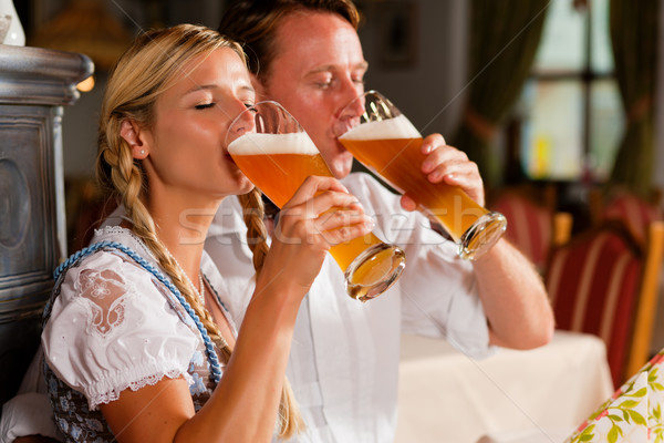 пару питьевой пшеницы пива типичный Паб Сток-фото © Kzenon