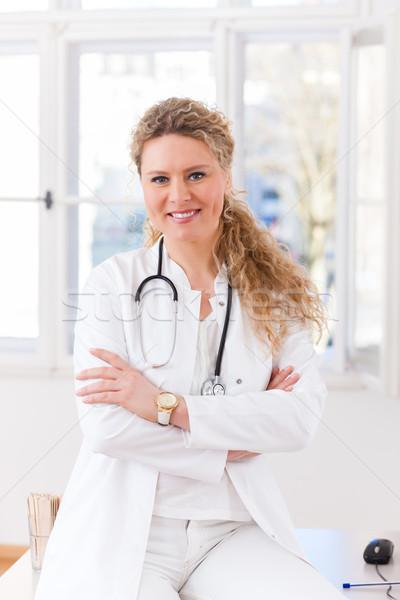 Foto stock: Retrato · jóvenes · femenino · médico · clínica · sesión