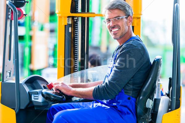 Mejoras para el hogar tienda conducción almacén Foto stock © Kzenon