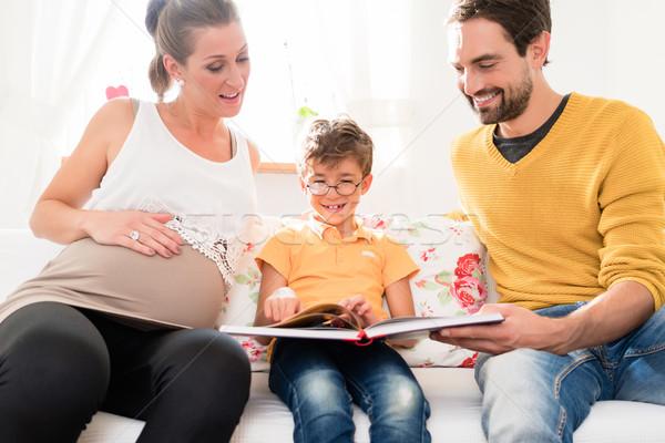 Ebeveyn oğul resimleri aile albüm Stok fotoğraf © Kzenon