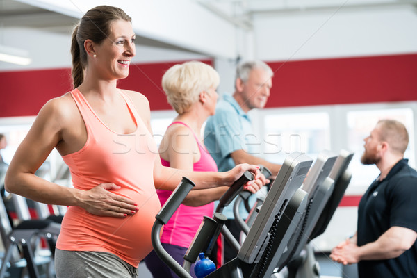 Сток-фото: беременная · женщина · подготовки · крест · тренер · спортзал