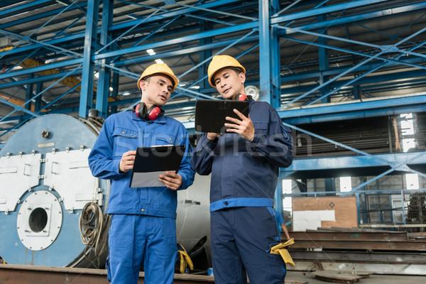 Asiático especialistas informação controle de qualidade dois interior Foto stock © Kzenon