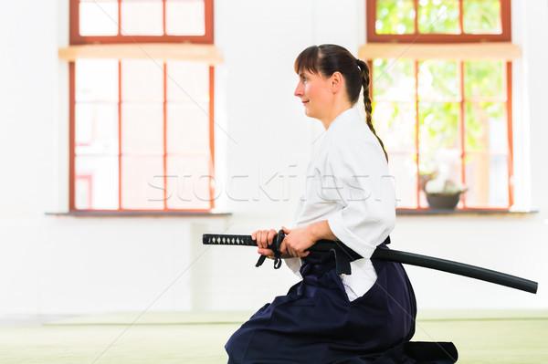 Vrouw aikido vechtsporten zwaard vergadering opleiding Stockfoto © Kzenon