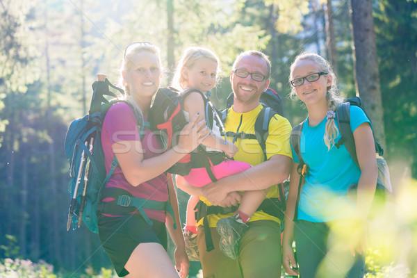Famiglia due escursione boschi donna ragazza Foto d'archivio © Kzenon