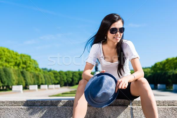 Divatos fiatal ázsiai nő park nő mosolyog Stock fotó © Kzenon