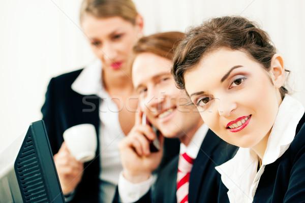 équipe commerciale travail bureau petit commerce équipe homme Photo stock © Kzenon
