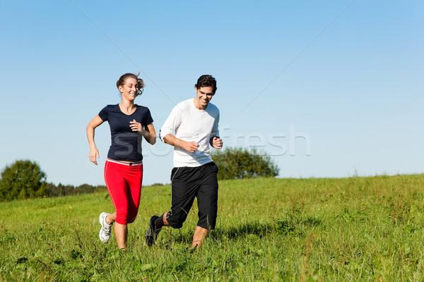 Sportu para jogging łące lata młodych Zdjęcia stock © Kzenon
