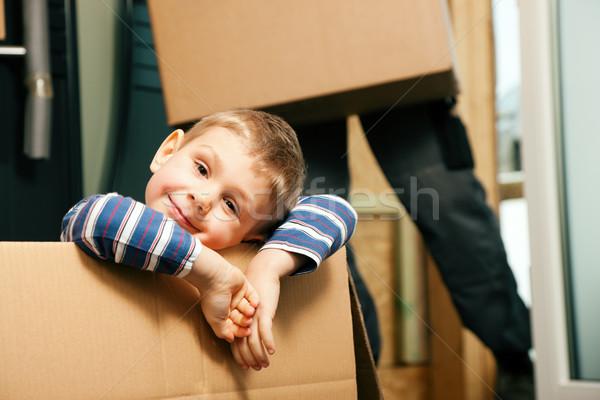 Család mozog új ház új otthon fiú ül Stock fotó © Kzenon