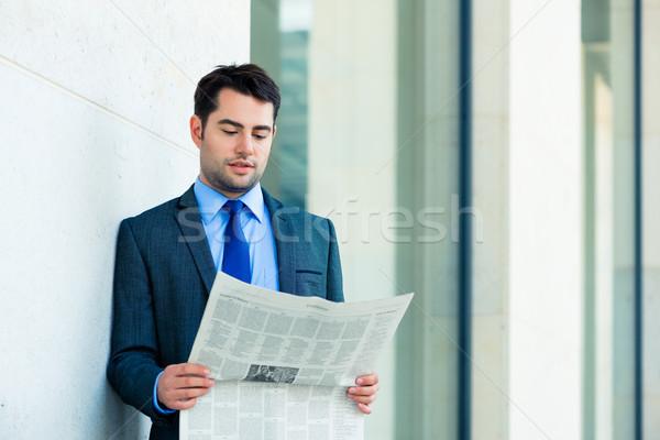 Affaires lecture affaires journal élégant gestionnaire Photo stock © Kzenon