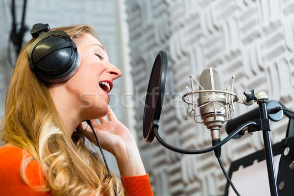 Сток-фото: женщины · певицы · музыканта · молодые · микрофона