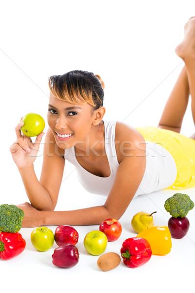 Asian donna mangiare sano frutta alimentare fitness Foto d'archivio © Kzenon