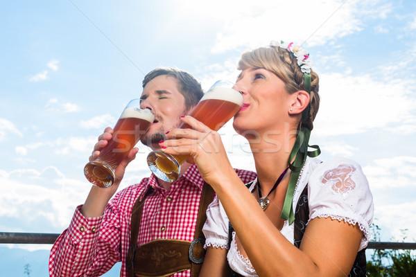 Pár hegy kunyhó iszik búza sör Stock fotó © Kzenon