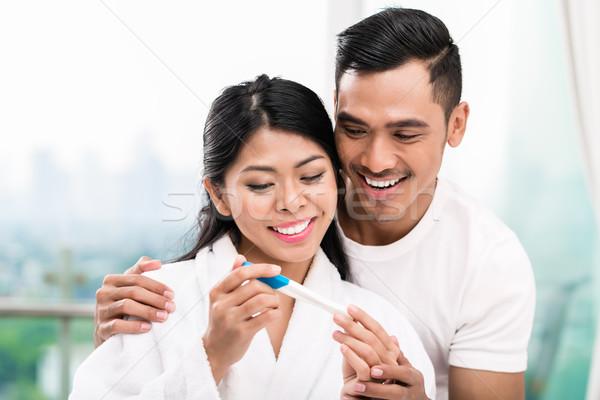 ázsiai pár terhességi teszt ágy nő meglepő Stock fotó © Kzenon