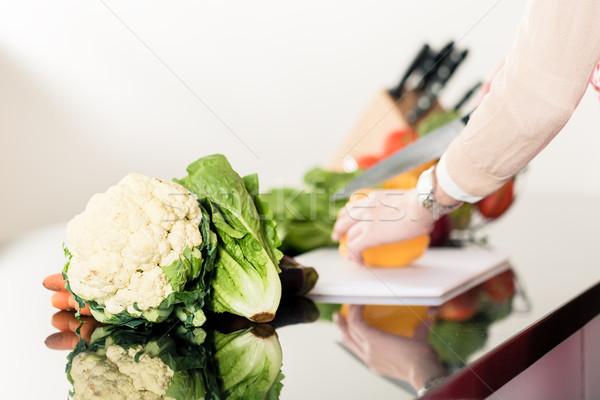 Kobieta cięcie warzyw domu kuchnia Zdjęcia stock © Kzenon