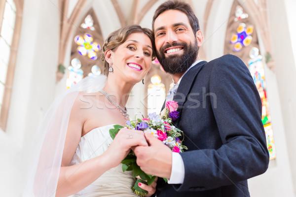 Foto stock: Pareja · iglesia · boda · flores · feliz