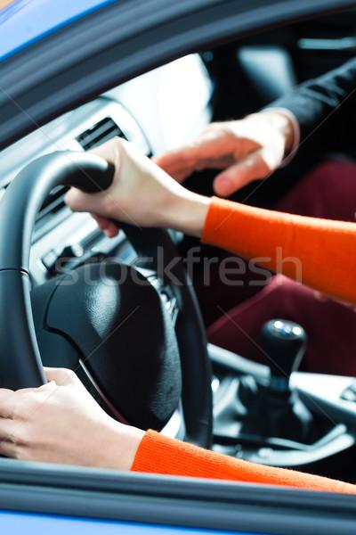 Młoda kobieta jazdy lekcja szkoły samochodu Zdjęcia stock © Kzenon