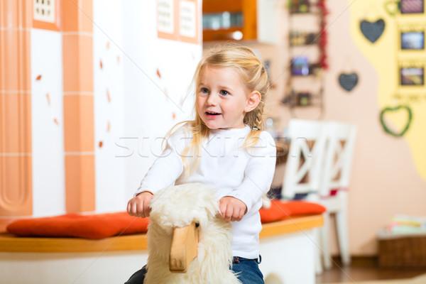 девушки рокер лошади играет гостиной семьи Сток-фото © Kzenon