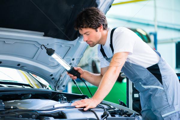 Automechaniker arbeiten Auto Service Workshop Arbeit Stock foto © Kzenon