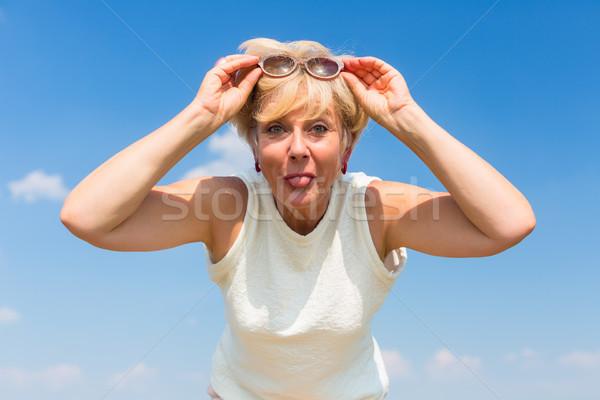 Grappig senior vrouw poseren buitenshuis Stockfoto © Kzenon