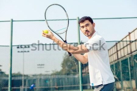 Mulher voltar jogar tênis quadra de tênis fitness Foto stock © Kzenon