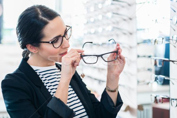 Kadın gözlük raf gözlükçü Stok fotoğraf © Kzenon