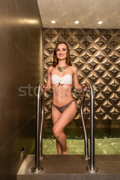Gyönyörű fiatal nő álmodozás luxus wellness központ Stock fotó © Kzenon