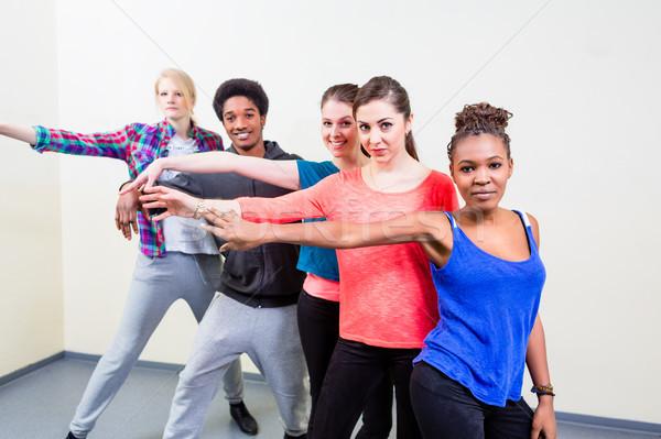 Grupo jóvenes danza lecciones feliz hombre Foto stock © Kzenon