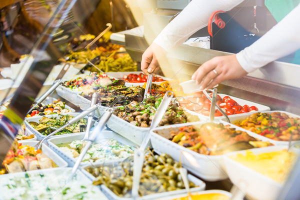 Mulher aperitivos compras comida armazenar Foto stock © Kzenon