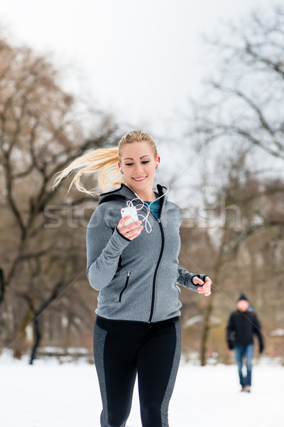 Kobieta uruchomiony w dół ścieżka zimą dzień Zdjęcia stock © Kzenon