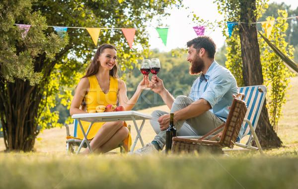Boldog pár pirít vörösbor ünnepel szeretet Stock fotó © Kzenon
