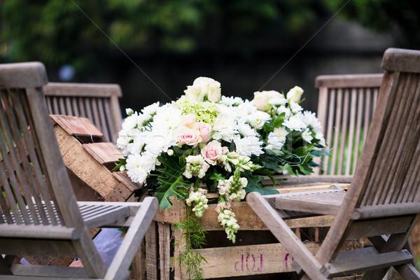 Esküvő virágcsokor asztal recepció fa asztal Stock fotó © Kzenon