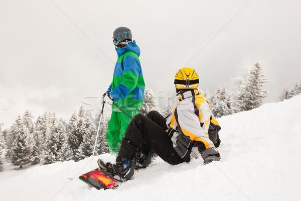 スキーヤー スノーボーダー 山 座って 雪 見える ストックフォト © Kzenon