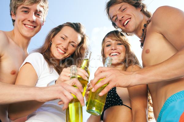 Négy személy ünnepel tengerpart buli csoport négy Stock fotó © Kzenon