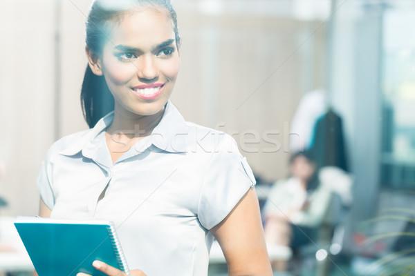 Сток-фото: индийской · деловой · женщины · глядя · окна · мышления · женщину