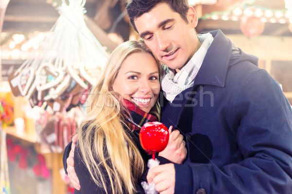 Foto stock: Pareja · dulce · manzana · Navidad · mercado · mirando