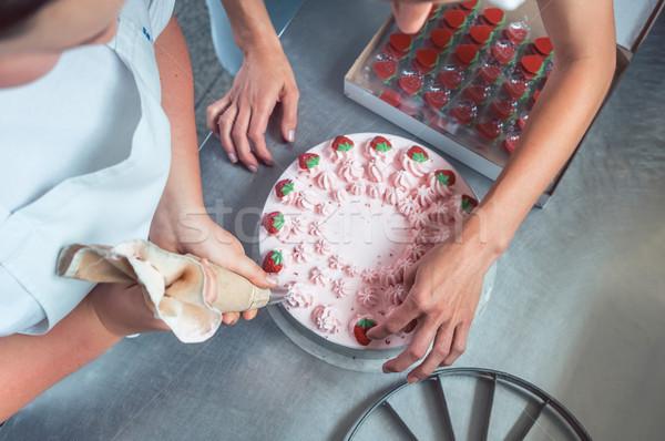 Mulheres creme bolo comida Foto stock © Kzenon