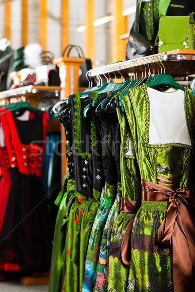 Hagyományos ruházat bolt akasztás kiskereskedelem butik Stock fotó © Kzenon