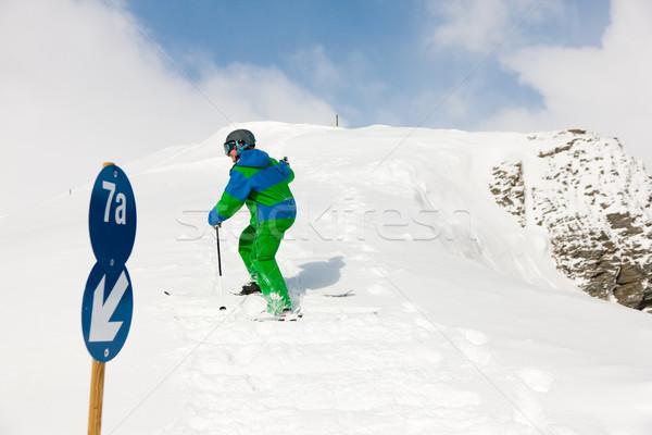 スキーヤー 徒歩 アップ 丘 スキー フロント ストックフォト © Kzenon
