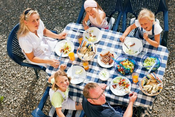 ストックフォト: 家族 · 食べ · 庭園 · ディナー · バーベキュー · パーティ