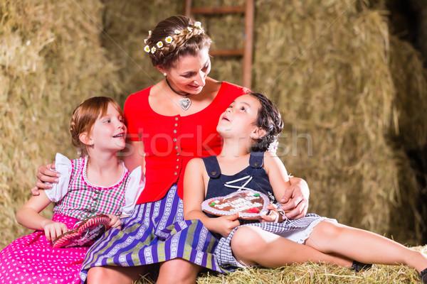 Familie Sitzung Lebkuchen Kinder Mutter Mädchen Stock foto © Kzenon