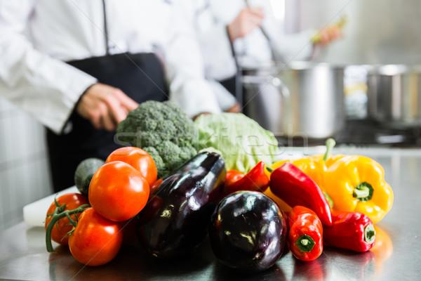 Chefs maaltijden commerciële keuken team Stockfoto © Kzenon