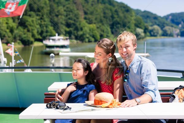 家族 川 クルーズ 見える 山 船 ストックフォト © Kzenon