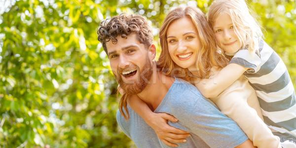 Starken Mann Familie tragen Ehefrau Sohn Stock foto © Kzenon