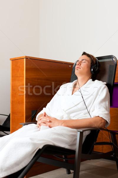 Jeune homme détente spa musique casque calme Photo stock © Kzenon