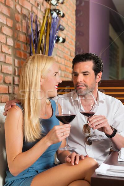 Séduisant couple potable vin rouge restaurant bar Photo stock © Kzenon